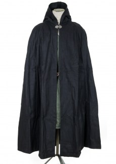 Classic cloak in black wool