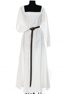 Late medieval chemise in white linen