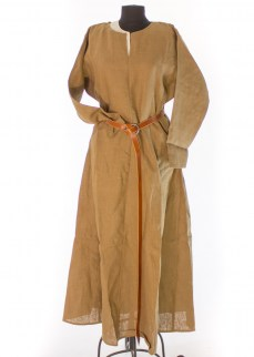 Medieval chemise in brown linen